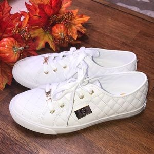 ☁️🍁Never Worn White Sneakers Soft Fall Flats